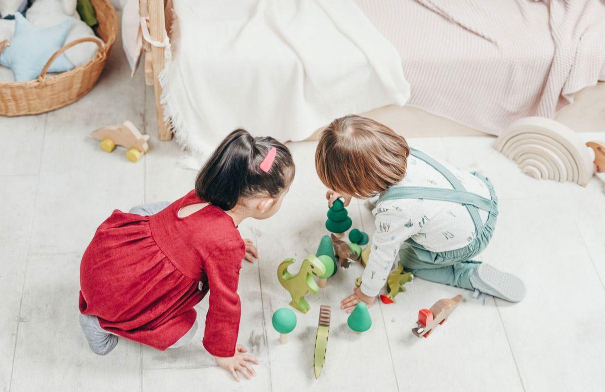 enfants et jeux en bois